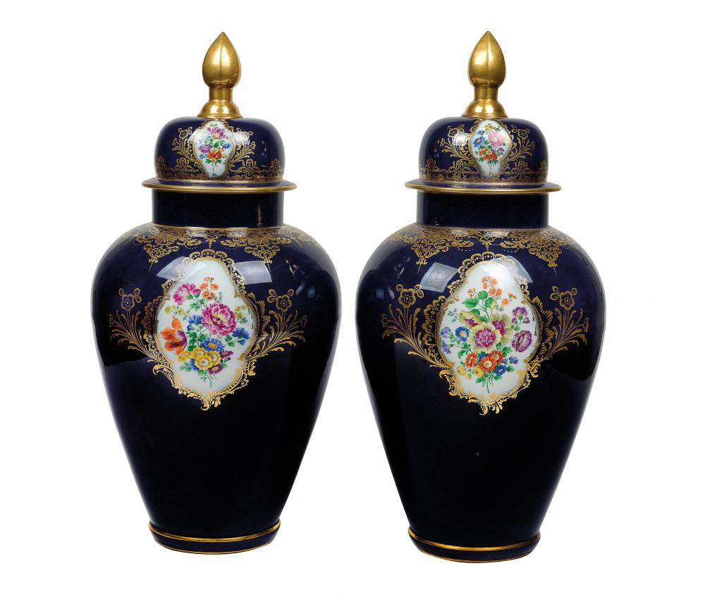 Meissen couple cover vase